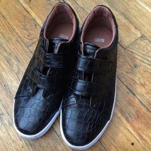 Black croc embossed low top sneakers